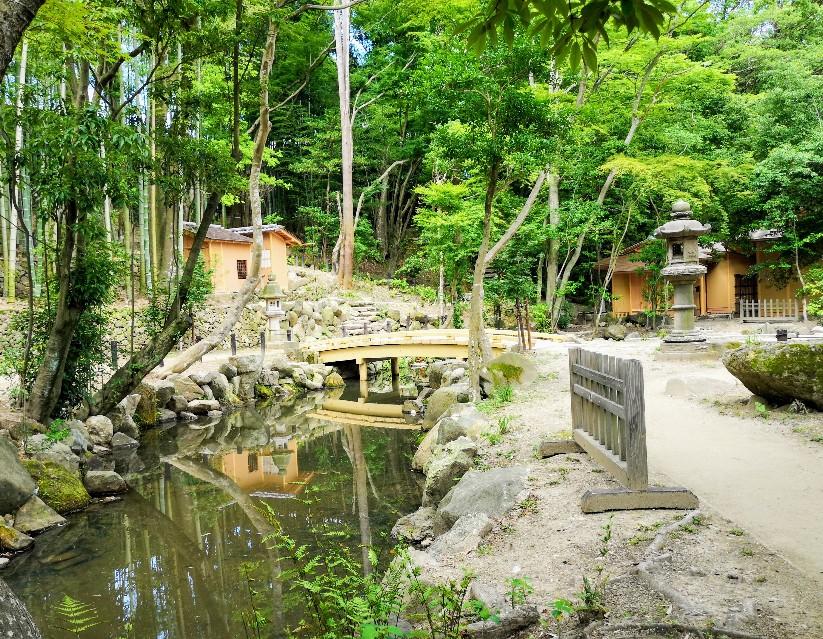 「瑜伽山園地 旧山口氏南都別邸庭園」石の橋