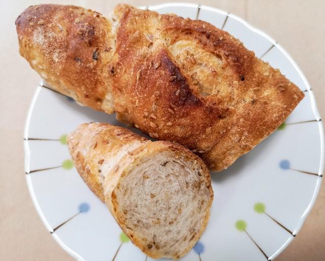 パン工房元 もち麦と金ごまのパン