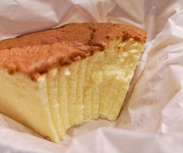りくろーおじさんの店 大阪伊丹空港店 4分の1の幸せ。カフェチーズケーキ