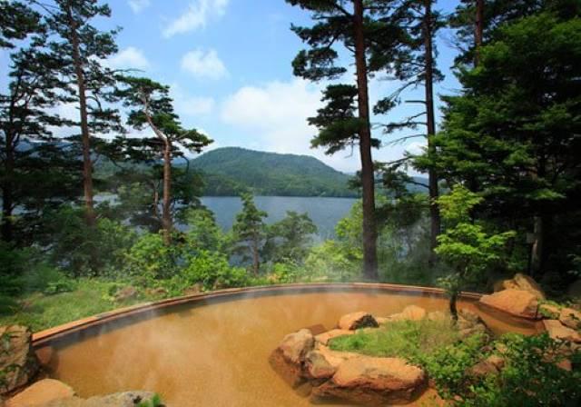 桧原湖畔の露天風呂