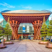 石川県金沢駅の鼓門