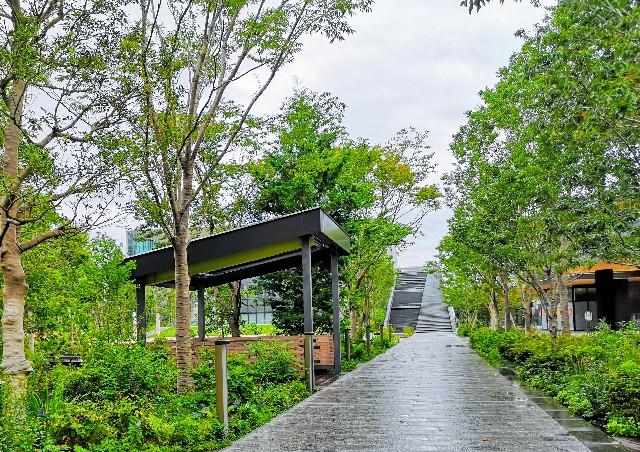 東京さんぽ・立川 グリーンスプリングス、朝の中庭