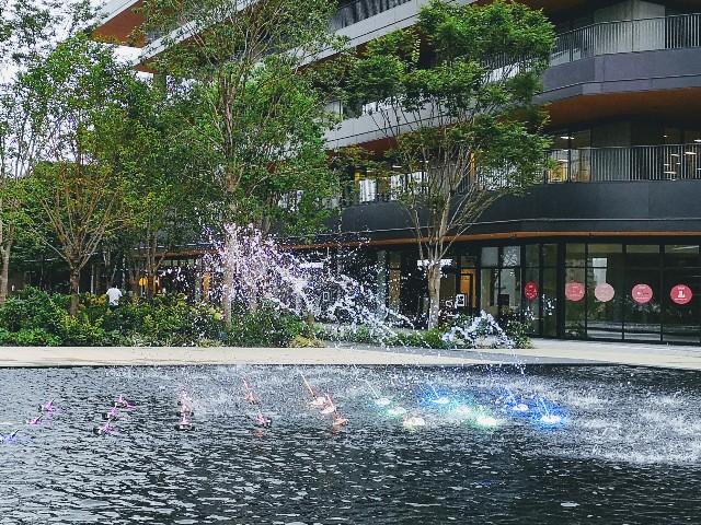 東京さんぽ・立川 グリーンスプリングス中庭の噴水