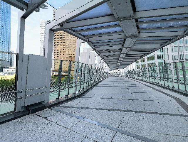 東京都・東京ポートシティー竹芝から浜松町駅への歩行者デッキ