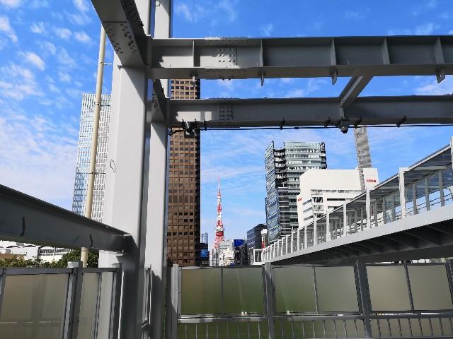 東京都・東京ポートシティー竹芝から浜松町駅への歩行者デッキからの眺め