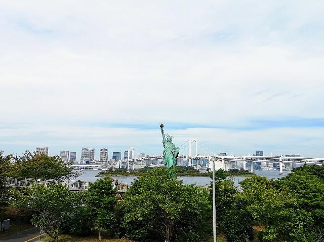 東京都お台場・自由の女神像と景色