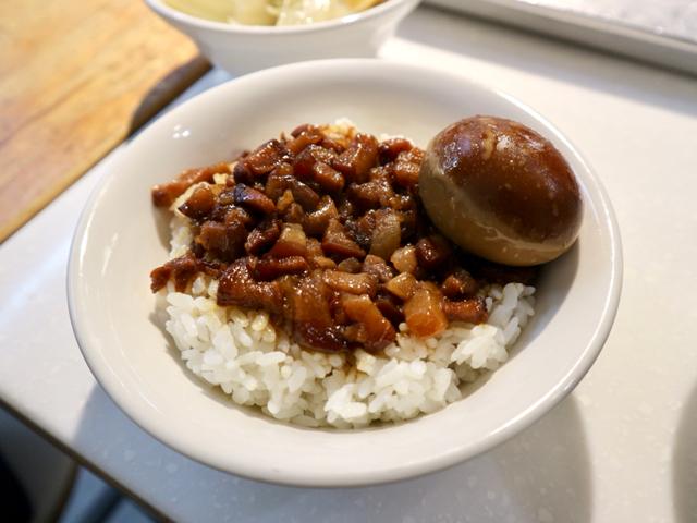 魯肉飯と煮卵