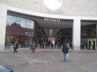 オックスフォードのショッピングセンターの様子