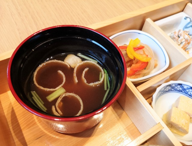 東京・東銀座「SHARI」・赤出汁