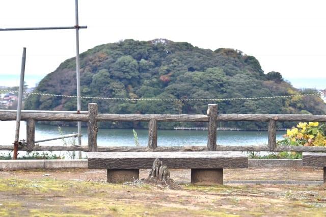 吉崎御坊から見える鹿島の森