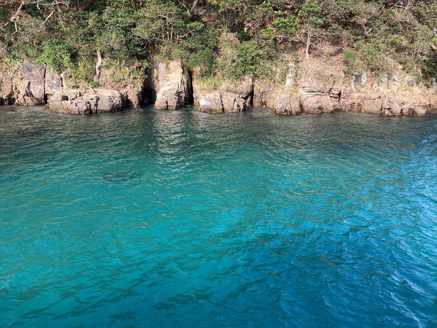 壱岐の美しすぎる絶景!エメラルドグリーンの海に息をのむ「辰の島クルーズ」【長崎県】