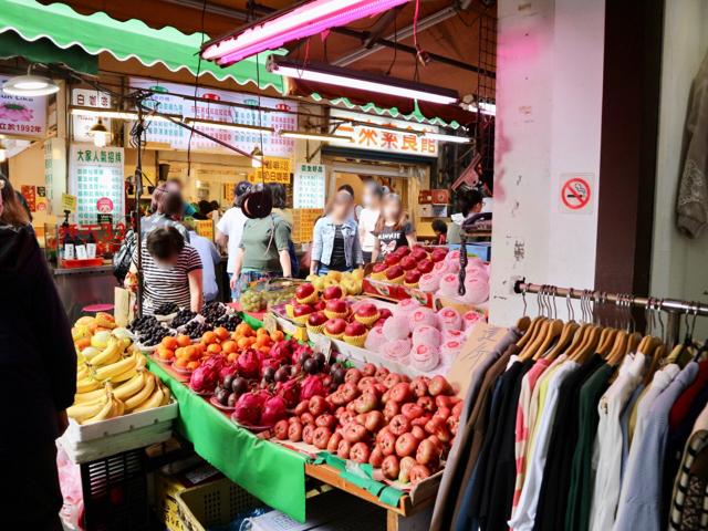 野菜や果物屋台がたくさん