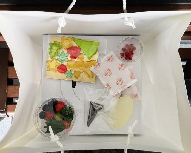 東京・小田急ホテルセンチュリータワー内サザンタワーダイニングのクリスマスケーキ「Pleasant(プレザント)」袋の中