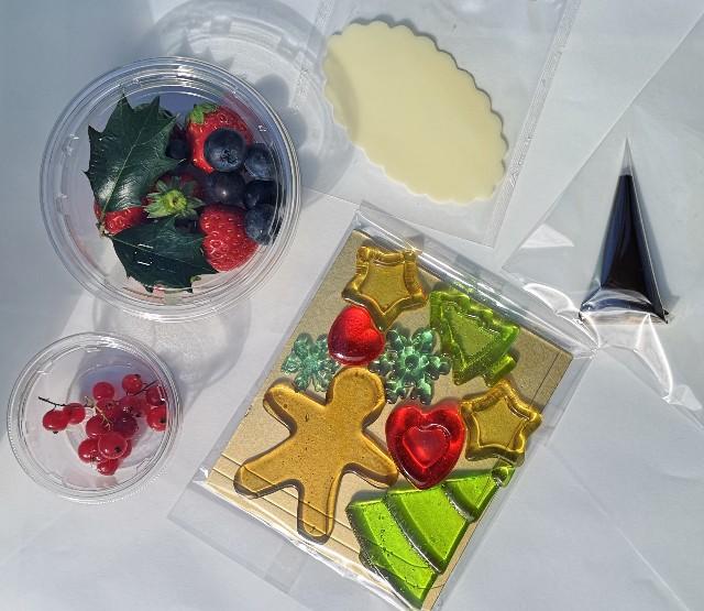 東京・小田急ホテルセンチュリータワー内サザンタワーダイニングのクリスマスケーキ「Pleasant(プレザント)」デコレーションキット