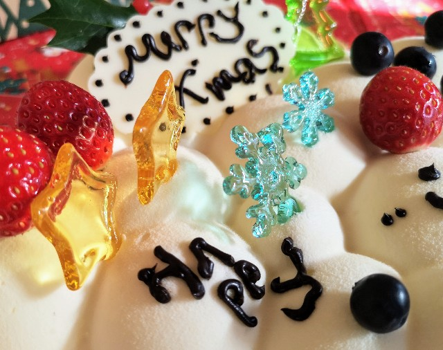 東京・小田急ホテルセンチュリータワー内サザンタワーダイニングのクリスマスケーキ「Pleasant(プレザント)」飴飾り