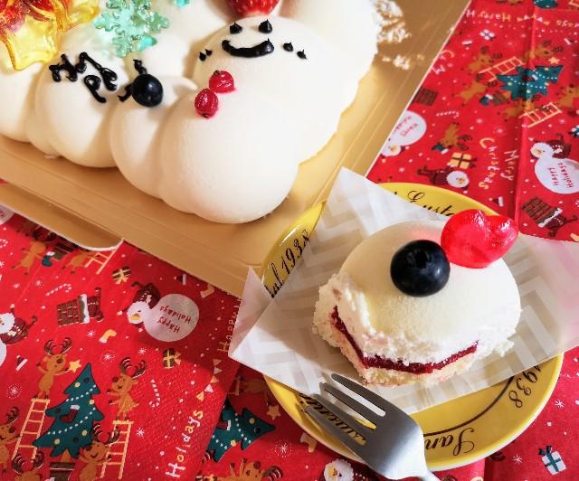 東京・小田急ホテルセンチュリータワー内サザンタワーダイニングのクリスマスケーキ「Pleasant(プレザント)」デコレーション