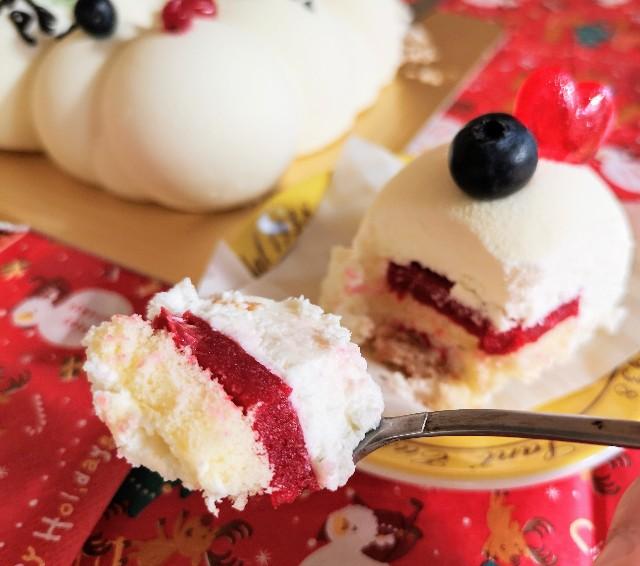 東京・小田急ホテルセンチュリータワー内サザンタワーダイニングのクリスマスケーキ「Pleasant(プレザント)」断面