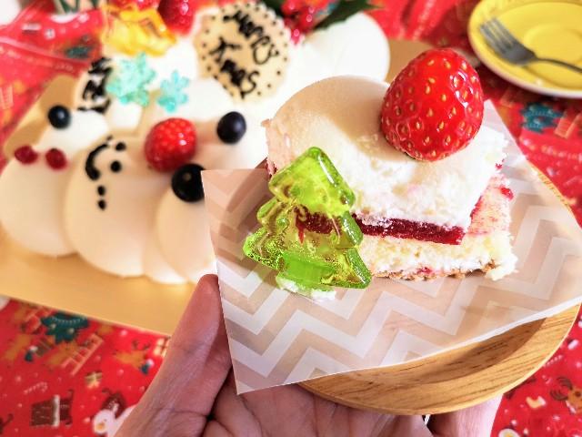 東京・小田急ホテルセンチュリータワー内サザンタワーダイニングのクリスマスケーキ「Pleasant(プレザント)」ツリーの飴飾りでデコレーション