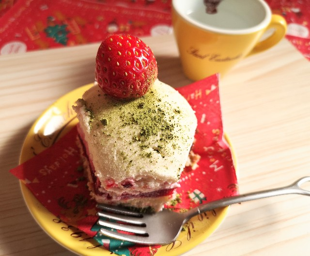 東京・小田急ホテルセンチュリータワー内サザンタワーダイニングのクリスマスケーキ「Pleasant(プレザント)」アレンジ(抹茶パウダー)
