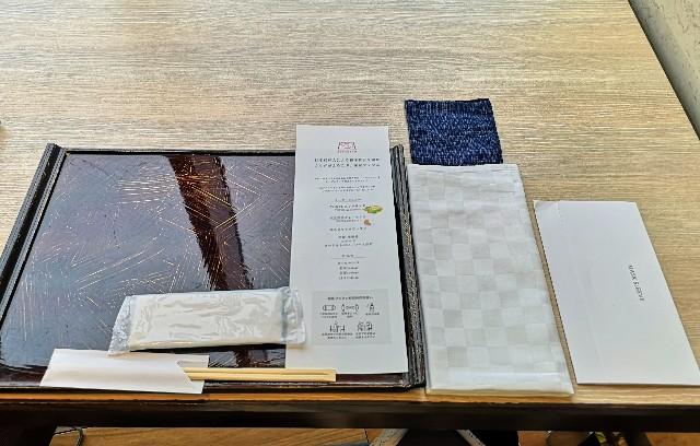 東京・「ホテル龍名館東京」花ごよみ東京(朝食・東京ブッフェ)テーブル周り