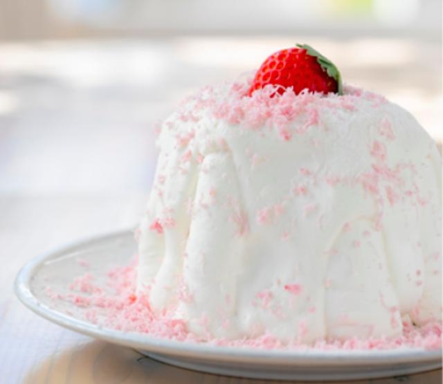 いちごショートのパンケーキ