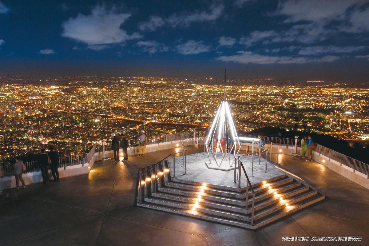 山頂展望台からの夜景と幸せの鐘