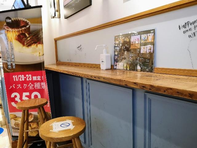 東京・町田マルイ・チーズケーキ専門店「ルーシー&モニカ」イートインカウンター