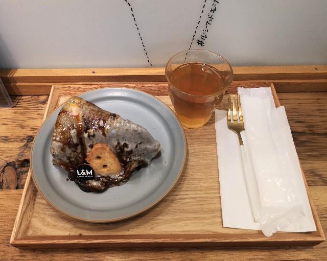 東京・町田マルイ・チーズケーキ専門店「ルーシー&モニカ」黒ゴマのレアとベイクドのチーズケーキ(イートイン仕様)