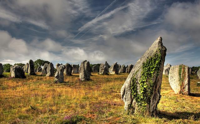 フランス・ブルターニュのカルナックの謎の巨石群