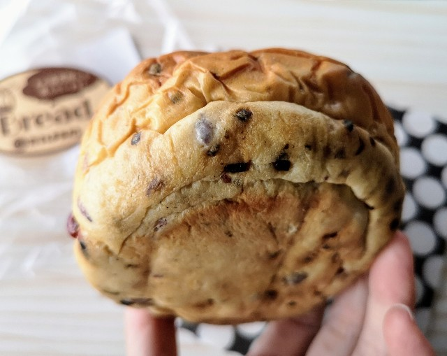 山形県・ご当地パン「たいようパン」塩こんぶクリームパン裏側