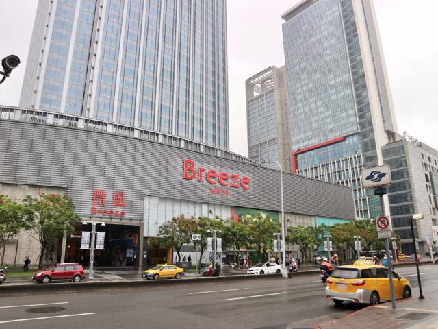台北MRT市政府駅周辺の様子