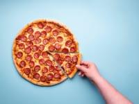 ピザを取る