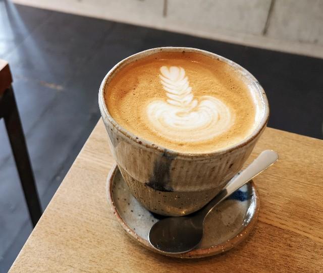 奈良県・奈良市カフェ「ANY B&B + COFFEE」カフェラテ