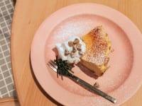 奈良県・奈良市「OTENKI PARLOR(おてんきパーラー)」りんごのチーズケーキ(上)