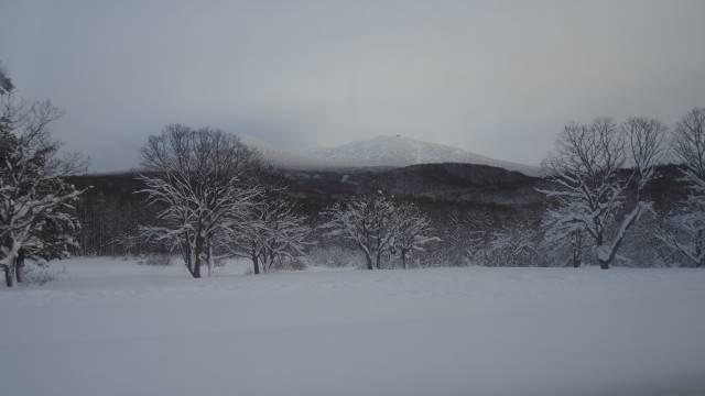 雪原と八甲田山
