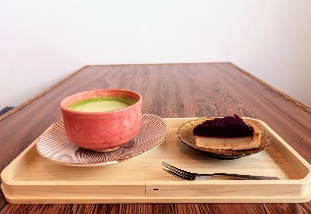 奈良県奈良市・カフェ「onwa」抹茶チーノ、紫芋タルト