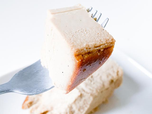 コーヒーを飲みながら少しずつじっくり味わいたいチーズケーキ