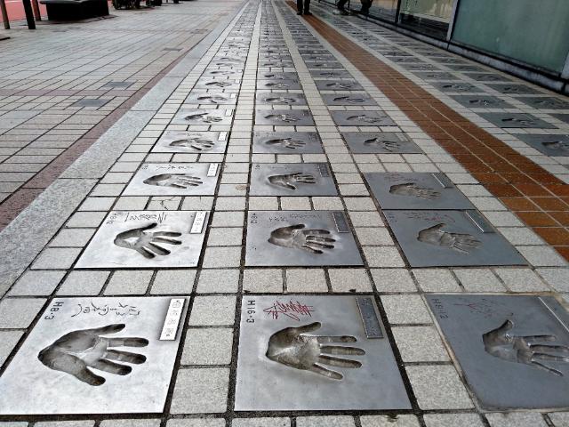 東京さんぽ浅草スターの広場
