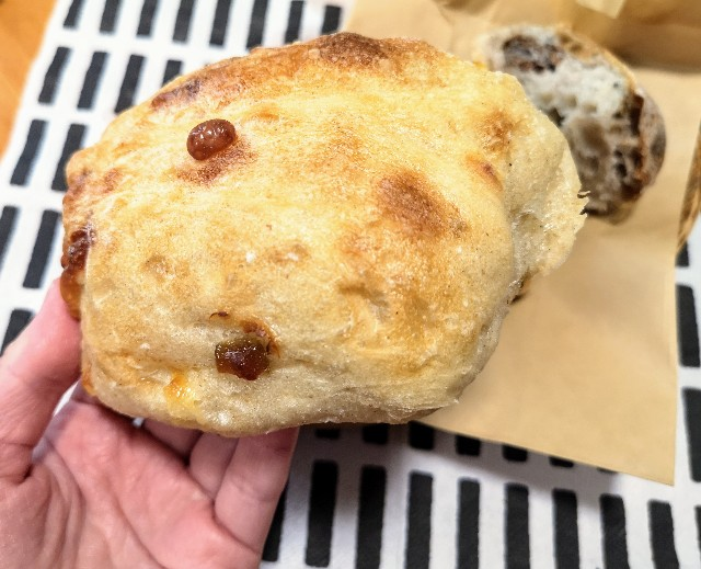 奈良県奈良市・ベーカリー「コンフェクション」奈良づけチーズのチャバタ