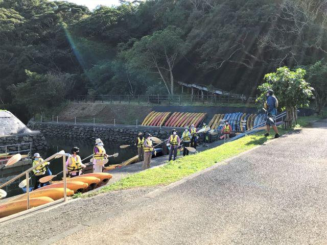 カヌーの漕ぎ方を練習