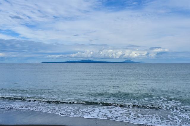 北海道根室市の野付半島から見た国後島