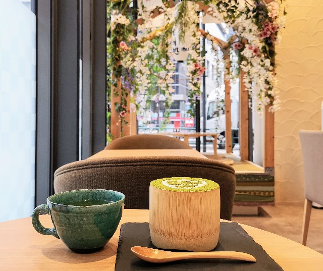 東京都淡路町・カフェ「大三萬年堂HANARE」大三パフェ(抹茶)レモン煎茶