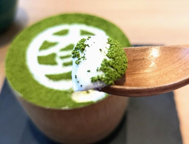 東京都淡路町・カフェ「大三萬年堂HANARE」大三パフェ(抹茶)豆乳クリーム