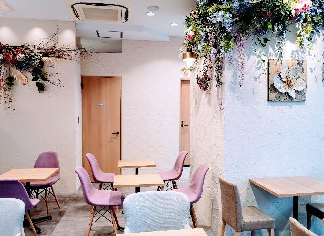 東京都淡路町・カフェ「大三萬年堂HANARE」店内