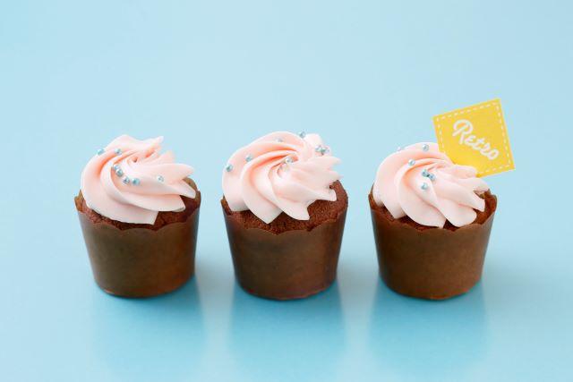 いちごのクリームカップケーキ