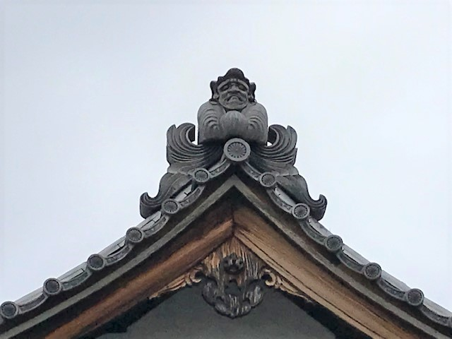 達磨堂の屋根の上