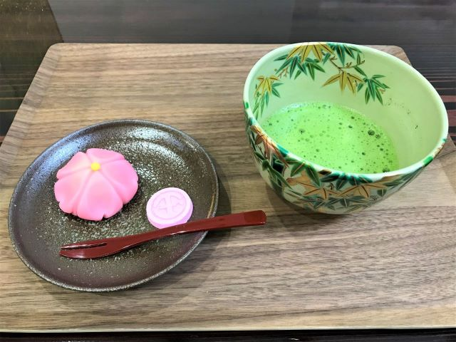 生菓子と抹茶