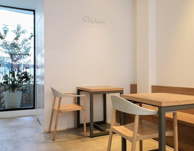 奈良県奈良市・カフェ「CHAMI」2階店内