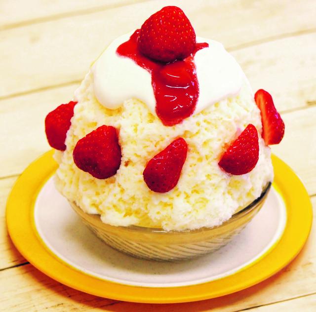 苺のショートケーキ風白熊