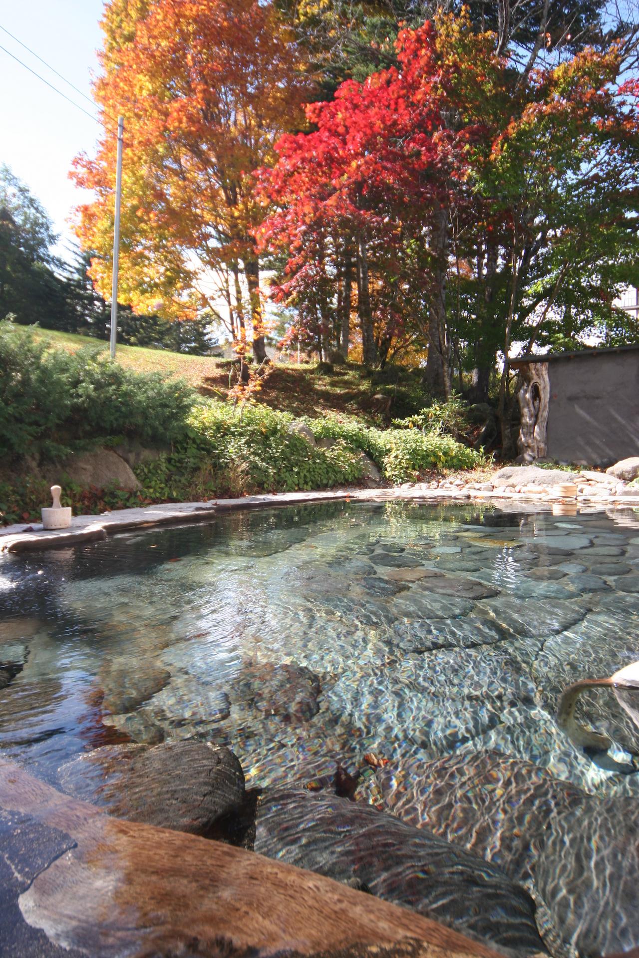 糠平温泉中村屋 紅葉の露天風呂